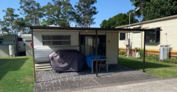 Site 20 – Holiday van for sale